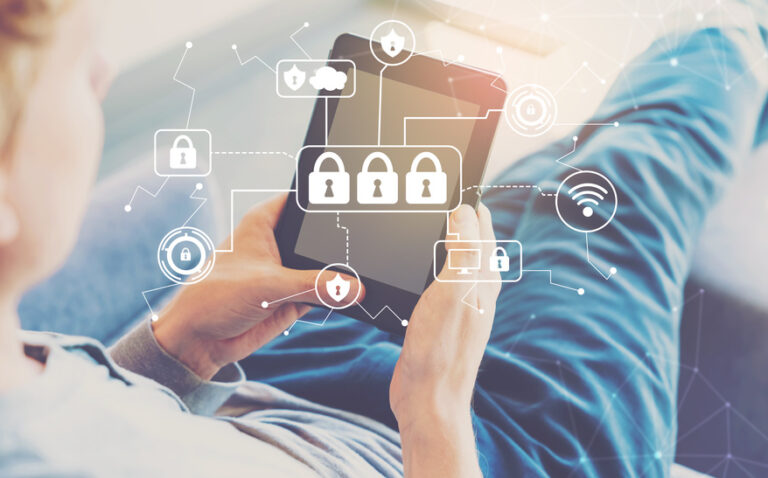 Jak funkcjonuje internet i jakie wynikają z tego zagrożenia?